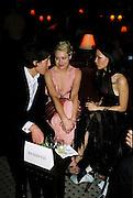 Hugh Grant, Portia De Rossi, Lucy Liu. Post Golden Globes party. Beverley Hilton. 21 January 2001. © Copyright Photograph by Dafydd Jones 66 Stockwell Park Rd. London SW9 0DA Tel 020 7733 0108 www.dafjones.com