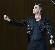 Robbie williams at the Etihad stadium Manchester <br /> Pix Dave nelson