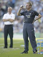 Photo: Aidan Ellis.<br /> Manchester City v West Ham United. The Barclays Premiership. 23/09/2006.<br /> City manger Staurt Pearce with west Ham's Alan Pardew in the background