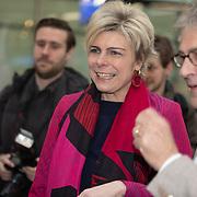 NLD/Utrecht/20200214 - Bn'ers zoeken echt contact met reizigers, Prinses Laurentien en Roger van Boxtel