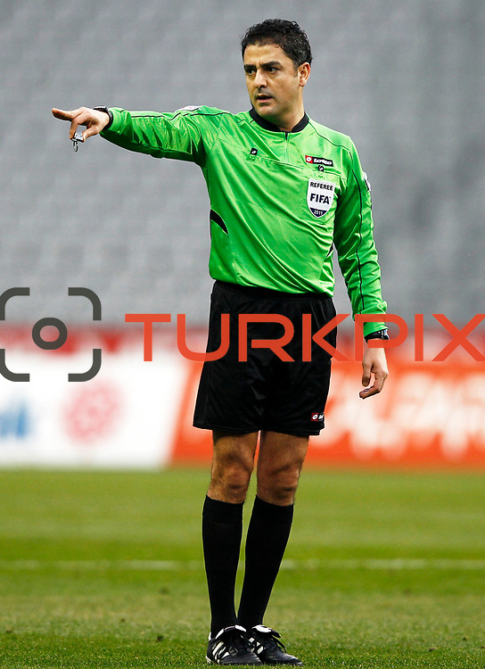 Referee's Bulent Yildirim during their Turkish soccer superleague match IBBSpor between Trabzonspor at the Ataturk Olympic stadium in Istanbul Turkey on Saturday 07 January 2012. Photo by TURKPIX