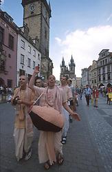 CZECH REPUBLIC BOHEMIA PRAGUE JUL97 -  A procession of Hare Krishna worshippers in Prague's Old Town Square. . . jre/Photo by Jiri Rezac. . © Jiri Rezac 1997. . Tel:   +44 (0) 7050 110 417. Email: jiri@jirirezac.com. Web:   www.jirirezac.com