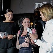 NLD/Amsterdam/20120329 - CD presentatie Roxeanne & Andre Hazes Jr., uitreiking door Sanne Kraaijkamp