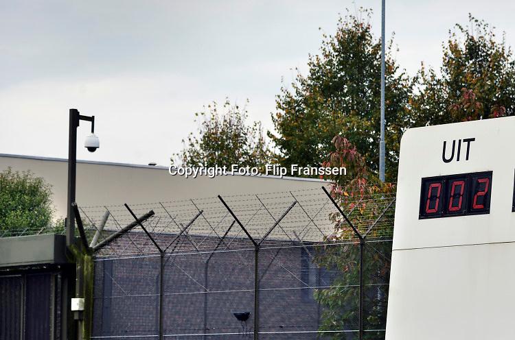 Nederland, Nijmegen, Een kunstwerk,  scorebord bij de ingang van de Pompekliniek. De cijfers op het bord zijn niet waarheidsgetrouw en veranderen voortdurend. Verlof, proefverlof, tbs inrichting, kliniek, psychiatrie, zwaar geweldsmisdijf, moord, moordenaar, behandeling, ontsnappen, ontsnapping, maatschappelijke onrust.Foto: Flip Franssen