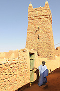 Man before the mosque of Chinguetti, seven holyiest sight of the muslims, Chinguetti, Western Africa, Mauretania, Africa