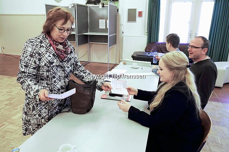 Nederland, Ubbergen, 15-3-2017Verkiezingen voor de tweede kamer der staten generaal, en indirect voor de eerste kamer. Netherlands, elections. Dit stembureau staat in een dorpshuis. Stembureau, stemburo in een buurthuis. Netherlands, elections voting . Polling stationFoto: Flip Franssen