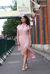 June 20, 2017 - Ascot, United Kingdom - Image licensed to i-Images Picture Agency. 20/06/2017. Ascot , United Kingdom. Race goers arriving  on the opening day of Royal Ascot in Berkshire,United Kingdom. Picture by Stephen Lock / i-Images (Credit Image: © Stephen Lock/i-Images via ZUMA Press)