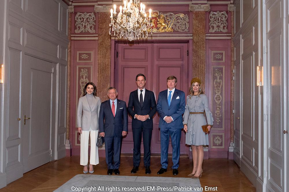Officieel bezoek Jordanie aan Nederland - Dag 2<br /> <br /> Jordaans koningspaar op bezoek in de Tweede Kamer<br /> Koning Abdullah II en koningin Rania met koning Willem-Alexander en koningin Maxima met Premier Mark Rutte   <br /> <br /> Official visit Jordan to the Netherlands - Day 2<br /> <br /> Jordanian royal couple visiting the Parlement<br /> King Abdullah II and Queen Rania with King Willem-Alexander and Queen Maxima met Prime minister Mark Rutte<br /> <br /> <br /> <br />  koningin Rania met koningin Maxima / Queen Rania with Queen Maxima
