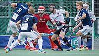 AMSTELVEEN - Drukte voor het doel van keeper Philip van Leeuwen (Amsterdam)  tijdens   hoofdklasse hockeywedstrijd mannen,  AMSTERDAM-PINOKE (1-3) , die vanwege het heersende coronavirus zonder toeschouwers werd gespeeld.  . COPYRIGHT KOEN SUYK