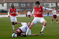Fotball<br /> England<br /> Foto: Colorsport/Digitalsport<br /> NORWAY ONLY<br /> <br /> Tom Harvey (West ham) tackles Hårvard Nordtveit (Arsenal captain). Arsenal Vs West Ham. Barclays Premier Reserve League. Southern Division. Underhill. Barnet. 21/04/2008