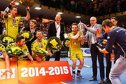 20150426 NED: Eredivisie Landstede Volleybal - Abiant Lycurgus, Zwolle<br />Frank Lubberts (2) of Landstede Volleybal krijgt de Beker van Herman Meppelink, Redbad Strikwerda, headcoach of Landstede Volleybal <br />©2015-FotoHoogendoorn.nl / Pim Waslander