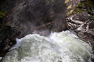 VILDMARKSVÄGEN JULI 2020<br /> I Hällingsåfallet störtar vattnet över kanten ner i en 43 meter djup canyon.<br /> Foto: Per Danielsson/Projekt.P
