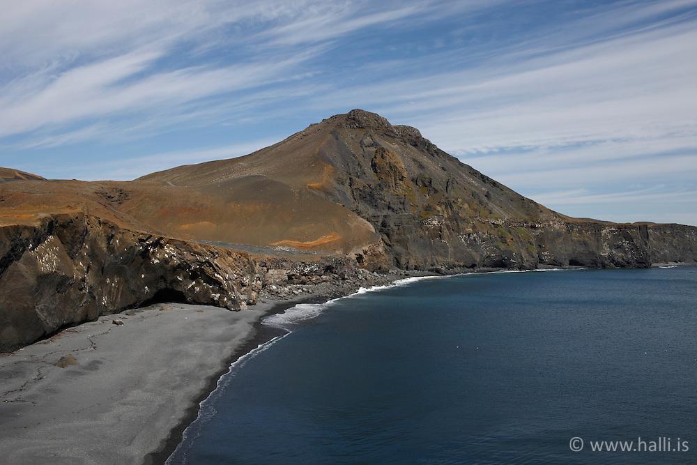 Cliffs and a mountain near Grindavik, Iceland - Klettar & fjall við Grindavík, Grindavíkurbjarg