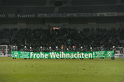 18.12.2010, Weserstadion, Bremen, GER, 1.FBL, Werder Bremen vs 1. FC Kaiserslautern, im Bild Ballkinder mit einem Banner Frohe Weihnachten   EXPA Pictures © 2010, PhotoCredit: EXPA/ nph/  Frisch       ****** out ouf GER ******