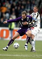 Fotball<br /> T-Mobile Bundesliga<br /> Austria Wien v Sturm Graz<br /> 4. april 2004<br /> Foto: Digitalsport<br /> Norway Only<br /> Sigurd Rushfeldt (Austria), Eddy Bosnar (Sturm)