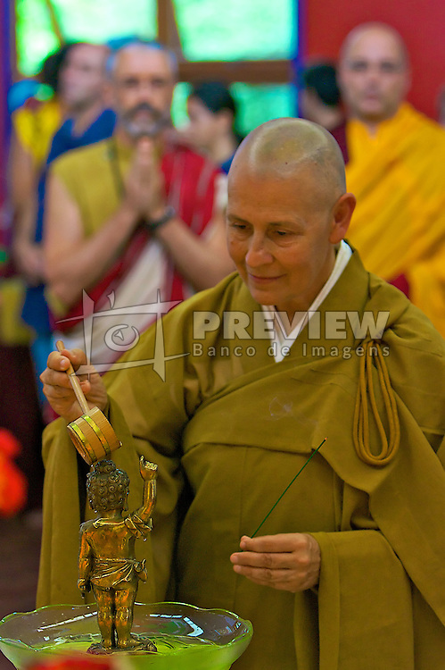 Monges budistas durante a cerimônia de abertura da Exposição Itinerante das Relíquias do Buda, no Templo do Caminho do Meio, em Viamão. FOTO: Jefferson Bernardes / Preview.com