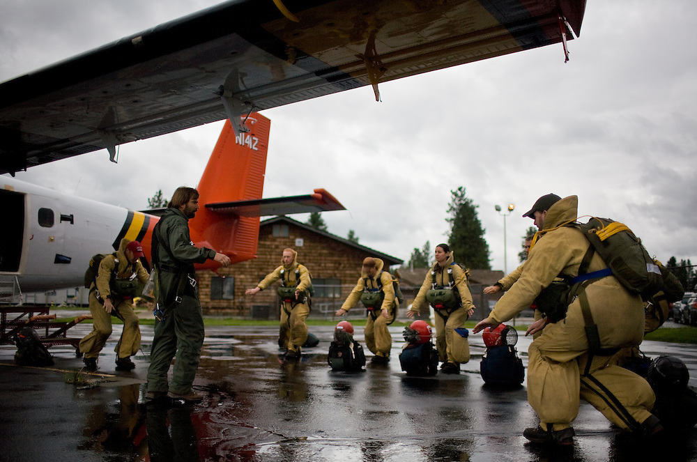 """A crew of veteran jumpers practice """"Hit It"""" drills with training foreman Larry Wilson before boarding a Twin Otter plane for live proficiency jumps."""
