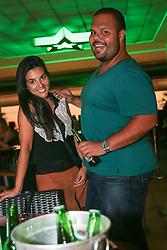 Daniela Calil e Nelson Quinto durante o Happy Hour Heineken, no Viva Open Mall, em Porto Alegre. FOTO: Jefferson Bernardes/ Agência Preview