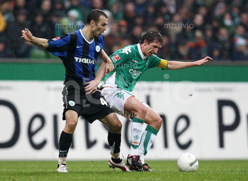 FUSSBALL     1. BUNDESLIGA     SAISON 2007/2008   24. SPIELTAG SV Werder Bremen - VfL Wolfsburg                            16.03.2008 Danijel LJUBOJA (li, Wolfsburg) gegen Frank BAUMANN (re, Bremen)