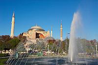 Turquie, Istanbul, centre historique classé Patrimoine Mondial de l'UNESCO, quartier de Sultanahmet, Aya Sofya (Haghia Sophia ou Sainte Sophie) // Turkey, Istanbul, Hagia Sophia Mosque, Sultanahmet neighborhood