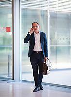 DEU, Deutschland, Germany, Berlin, 21.04.2020: Tino Chrupalla (MdB, AfD, Alternative für Deutschland) vor einer Sitzung der AfD-Fraktion im Deutschen Bundestag.