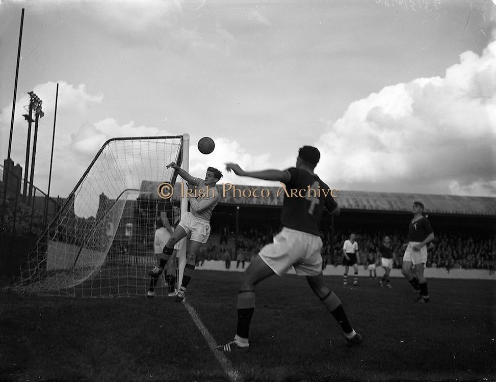 11/10/1958<br /> 10/11/1958<br /> 11 October 1958<br /> Soccer International: Ireland v South Africa at Tolka Park, Dublin.