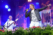 """Auftritt der österreichischen Musikgruppe Nockalm Quintett beim Open Air-Festival """"Der Berg bebt!"""" vom 15.07.2017 auf dem Plaun Grond, Flims."""