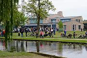 """Koning Willem-Alexander en Koningin Maxima tijdens het streekbezoek aan de achterhoek. Het bezoek staat in het teken van de Achterhoek Agenda 2020, een innovatief voor de toekomst van de Achterhoek dat aansluit op de toekomstvisies van de provincie, de Rijksoverheid en Europa. <br /> <br /> King Willem-Alexander and Queen Maxima visiting the region """"Achterhoek"""". The visit will focus on the Achterhoek Agenda 2020, an innovative for the future of the Achterhoek that meets the future visions of the province, the government and Europe.<br /> <br /> Op de foto / On the photo:  Aankomst Koning Willem Alexander en Koningin Maxima in Borculo"""