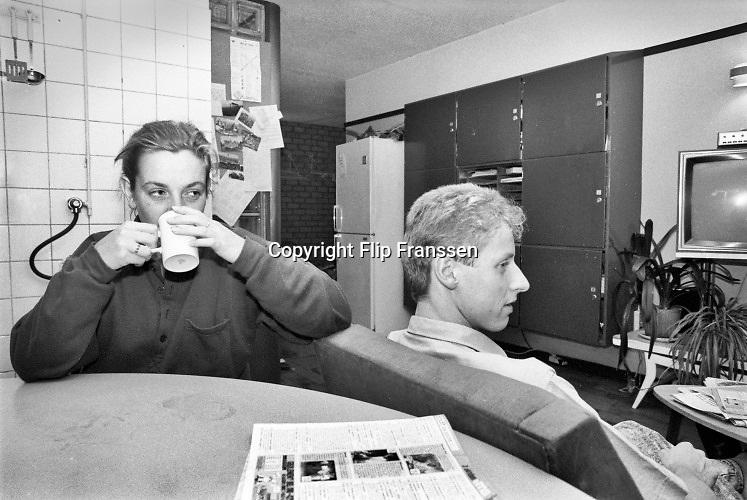 Nederland, Nijmegen, 15-10-1988Gezamelijke ruimte, woonkamer, keuken, in een studentenflat in de stad eind tachtiger jaren. Op kamers gaan. Geschiedenis,historie,historisch,historische,verleden, Foto: Flip Franssen