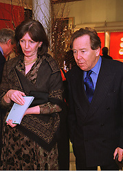 The EARL & COUNTESS OF SNOWDON at a party in London on 12th February 1998.MFK 3
