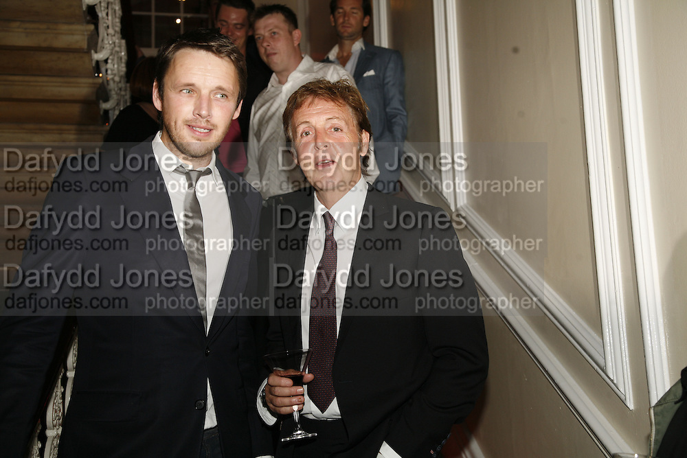 Alasdair Willis and Paul McCartney, Established and Sons celebrate the launch of a Red Production 'Aqua Table' by Zaha Hadid. ( Profits from Sales will go to Red Campaign HIV treatment in Africa) Grosvenor Place. London. 23 September 2006.  ONE TIME USE ONLY - DO NOT ARCHIVE  © Copyright Photograph by Dafydd Jones 66 Stockwell Park Rd. London SW9 0DA Tel 020 7733 0108 www.dafjones.com
