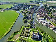 Nederland, Noord-Holland, Gooise Meren, 02-09-2020; Rijksmuseum Het Muiderslot. Middeleeuws kasteel, inclusief een gerestaureerde moestuin en een kruidentuin. Vesting Muiden. Monding van rivier De Vecht met jachthaven.<br /> Muiderslot, medieval castle, including a restored kitchen garden and a herb garden.<br /> <br /> luchtfoto (toeslag op standard tarieven);<br /> aerial photo (additional fee required);<br /> copyright foto/photo Siebe Swar