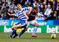 Photo: Alan Crowhurst.<br />Reading v Aston Villa. The Barclays Premiership. 10/02/2007. Reading's Steve Sidwell (L) challenges with Stiliyan Petrov.