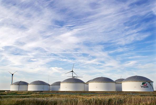 Nederland, Groningen, 14-10-2018In de Eemshaven heeft het opslagbedrijf Vopak een olieterminal met 11 opslagtanks staan. FOTO: FLIP FRANSSEN