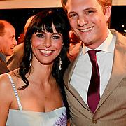 NLD/Den Haag/20110406 - Premiere Alle Tijden, Sandra Schuurhof en een vriend