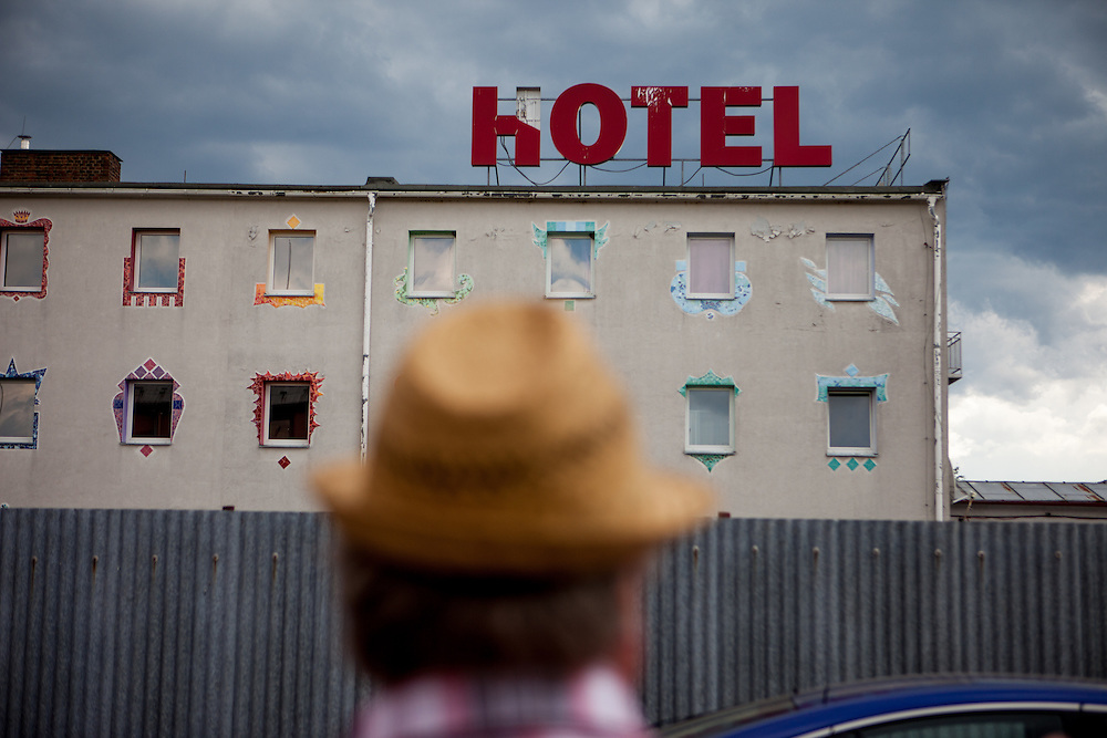 Gebäude welches heutzutage als Bordell und Casino dient, an der ehemaligen Grenzstation in Dolni Dvoriste - von 1955 bis 1989 lag der Ort am Eisernen Vorhang.