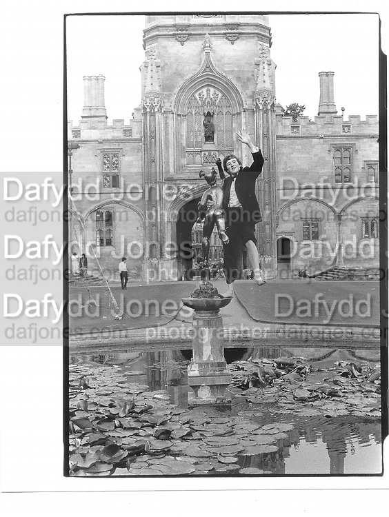 Tom Henry, Christchurch May Ball, Oxford© Copyright Photograph by Dafydd Jones 66 Stockwell Park Rd. London SW9 0DA Tel 020 7733 0108 www.dafjones.com