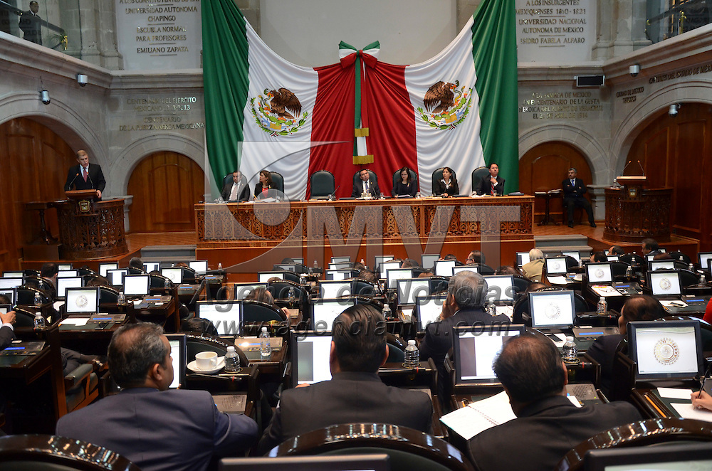Toluca, México.- José Manzur Quiroga, Secretario General de Gobierno del Edo Mex, durante su comparecencia en pleno de la Legislatura del Estado de México. Agencia MVT / Arturo Hernández.