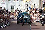 Froome van de Sky ploeg. In Utrecht is deTour de France van start gegaan met een tijdrit. De stad was al vroeg vol met toeschouwers. Het is voor het eerst dat de Tour in Utrecht start.<br /> <br /> In Utrecht the Tour de France has started with a time trial. Early in the morning the city was crowded with spectators. It is the first time the Tour starts in Utrecht.