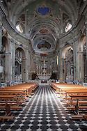 Liguria, Cervo: Interno della chiesa parrocchiale di San Giovanni Battista nel centro storico.