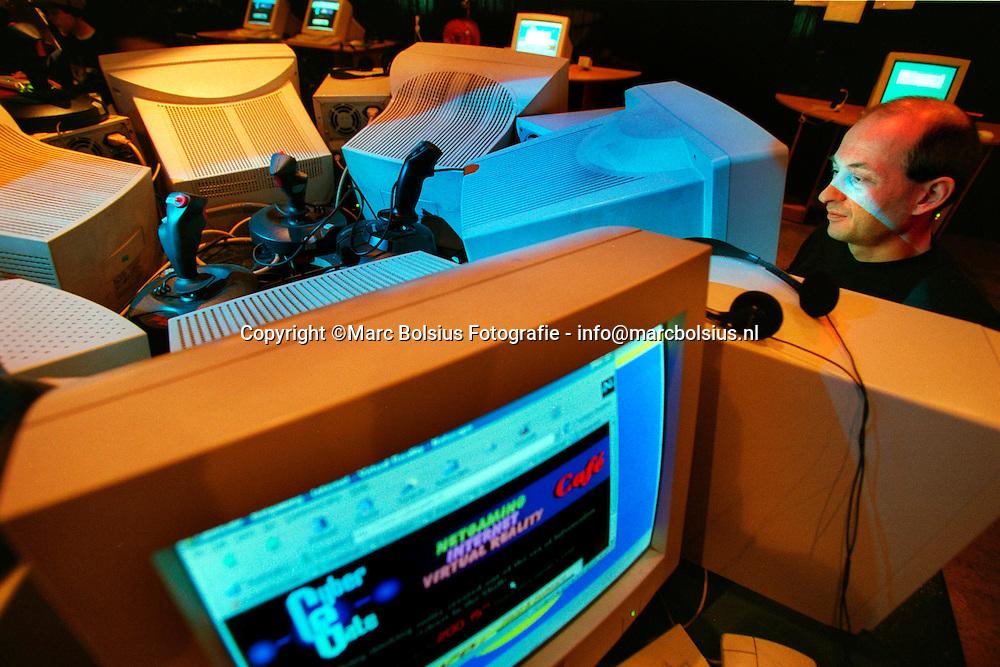 CYBERGATE IN TILBURG ,WAAR DRUK GEINTERNET WORDT<br /> INTERNET