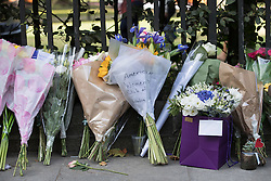 © Licensed to London News Pictures. 05/08/2016. London, UK. A floral tribute from The American Women's Club of London is placed amongst others at the spot in Russell Square where American Darlene Horton was killed and five others were injured. A Norwegian man of Somali heritage has been arrested.  Photo credit: Peter Macdiarmid/LNP
