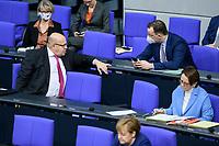 08 DEC 2020, BERLIN/GERMANY:<br /> Peter Altmaier (L), CDU, Bundeswirtschaftsminister, und Jens Spahn (R), CDU, Bundesgesundheitsminister, mit Maske, im Gespraech, Haushaltsdebatte, Plenum, Reichstagsgebaeude, Deuscher Bundestag<br /> IMAGE: 20201208-02-020<br /> KEYWORDS: Mund-Nase-Schutz, Corona, Corvid-19, Gespräch,  Mundschutz
