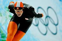 13-02-2010 schaatsen olympische spelen5000 m mannen / Nederland heeft het eerste goud binnen. Met een Olympisch record pakt Sven Kramer de gouden medaille. Rechts Gerard Kemkers