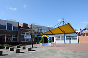 Hare Majesteit de Koningin woont dinsdagmiddag 12 maart in Bergen (NH) de viering bij van het 50-jarig bestaan van de Europese School Bergen.<br />  <br /> De Europese School is opgericht door de Europese Unie en biedt meertalig onderwijs aan kinderen van werknemers van Europese instellingen en internationale bedrijven. <br /> <br /> Her Majesty the Queen visits on Tuesday 12 March in Bergen (NH) the celebration of the 50th anniversary of the European School Bergen.<br />  <br /> The European School was founded by the European Union and provides multilingual education to children of employees of EU institutions and international companies.<br /> <br /> Op de foto / On the Photo: Europese School Bergen / European School