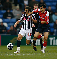 Photo: Steve Bond/Sportsbeat Images.<br /> West Bromwich Albion v Charlton Athletic. Coca Cola Championship. 15/12/2007. Filipe Teixeira (L) and Zheng Zhi (R) chase down the ball