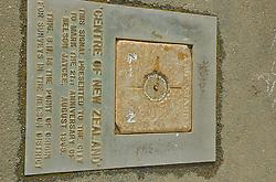 Uma das primeiras cidades para quem desembarca de barco na Ilha Sul, Nelson possui vários atrativos. O principal deles está em cima de um morro na área urbana: o centro da Nova Zelandia. Um monumento simboliza o local onde está o ponto central do país, que é dividido em duas ilhas. FOTO: Lucas Uebel/Preview.com