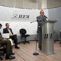 Toluca, Méx.- Jose Nuñez Castañeda presidente del IEEM acompañado de los consejeros, en conferencia de prensa exhortaron a los partidos politicos de abstenerse a realizar actos de proselitismo a partir del día de hoy, invitandolos además a respetar la ley . Agencia MVT / Esteban Fabian. (DIGITAL)<br /> <br /> NO ARCHIVAR - NO ARCHIVE