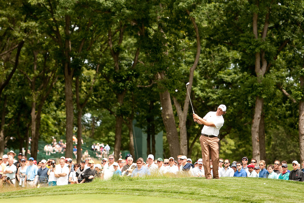 FARMINGDALE, NY - JUNE 17:  Phil Mickelson hits his shot in front of the gallery during the Wednesday practice round of the 109th U.S. Open Championship on the Black Course at Bethpage State Park on Wednesday, June 17, 2009. (Photograph by Darren Carroll) *** Local Caption *** Phil Mickelson