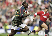 """Reading. England. UK. """"Exiles"""" wing, Paul SACKEY, in full flow, during the Premiership Rugby. London Irish vs Gloucester Rugby. 16.04.2001. Madejski Stadium. <br /> <br /> [Mandatory Credit, Peter Spurrier/ Intersport Images]."""